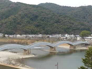 ホテルの部屋から錦帯橋.jpg