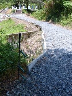 入口の電気柵.jpg