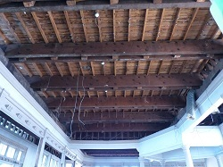 天井の太い梁1.jpg