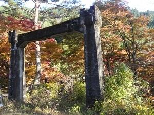 白井平橋旧橋の遺構.jpg