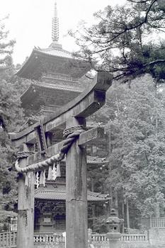 石鳥居(1968年).jpg