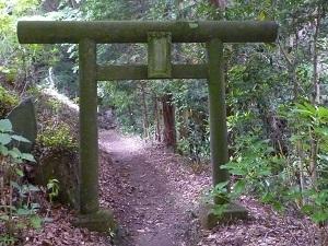 窟神社入口.jpg
