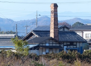 茂呂地区に残る煙突.jpg