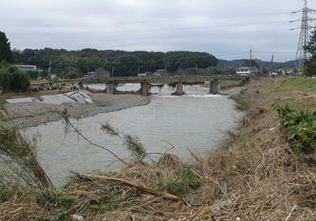 JR両毛線永野川鉄橋右岸の線路部分が被災.jpg
